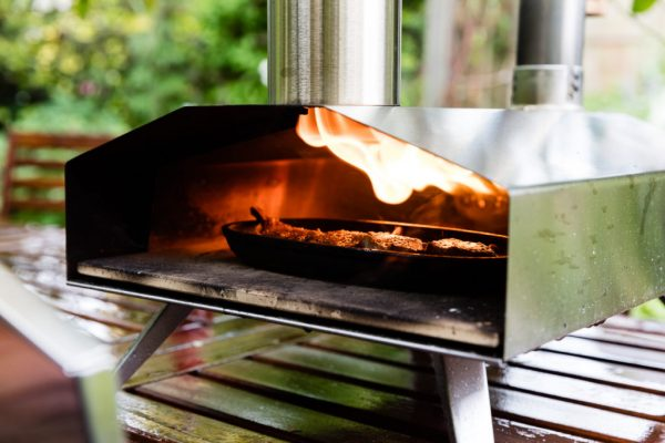 Uuni portable outdoor pizza oven